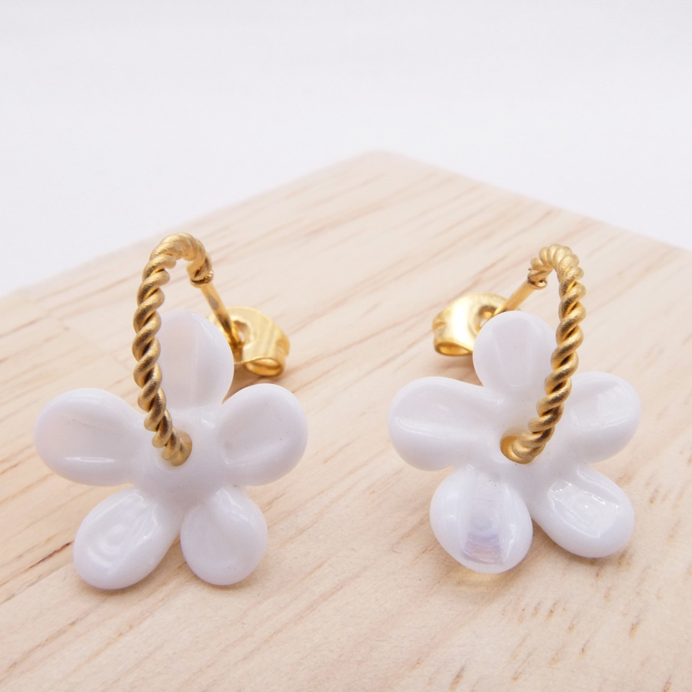 Small white Flower twisted  hoop earrings-gold
