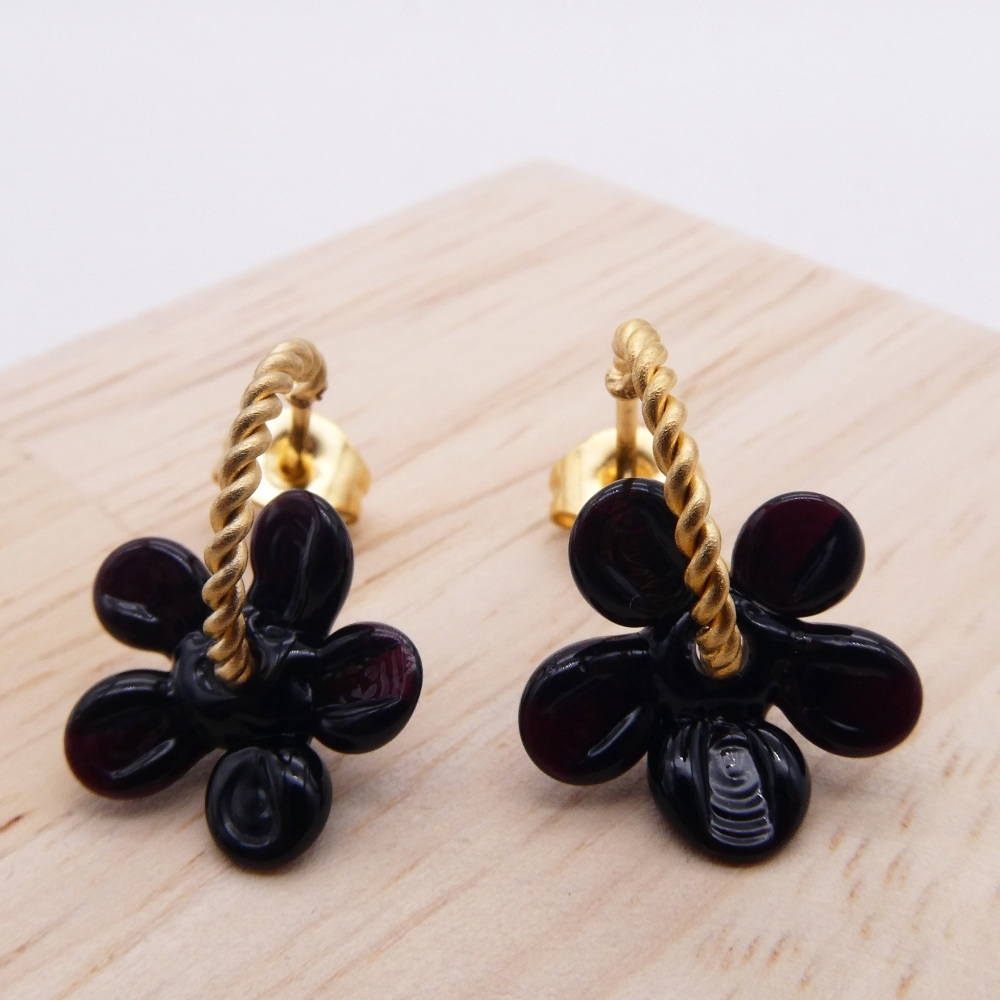 Small Black Flower twisted  hoop earrings-gold