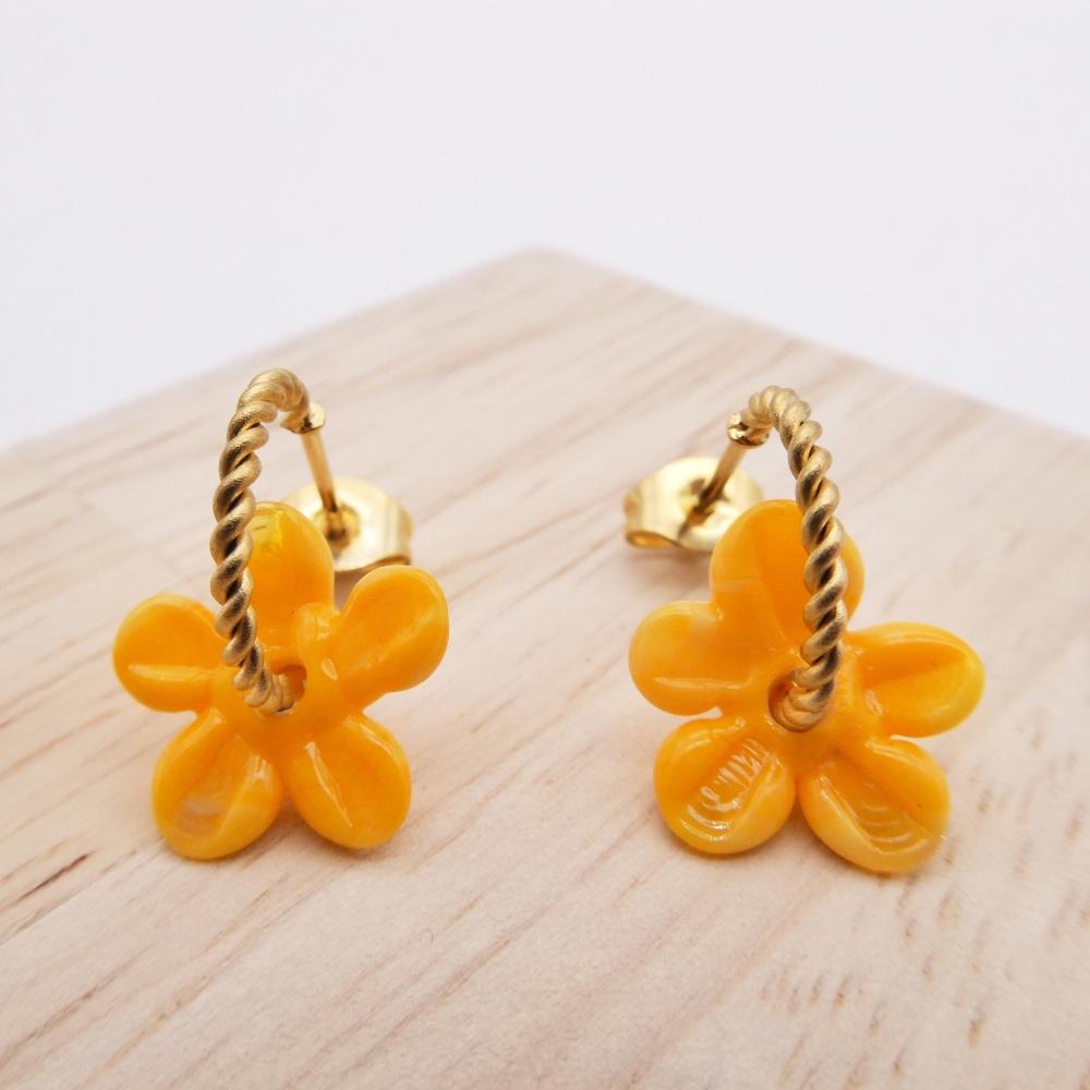 Small ochre Flower twisted  hoop earrings-gold
