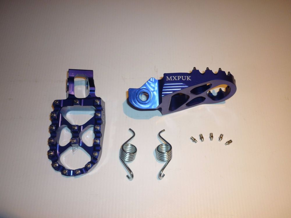BLUE FACTORY EXTRA WIDE FOOT PEGS  (569)