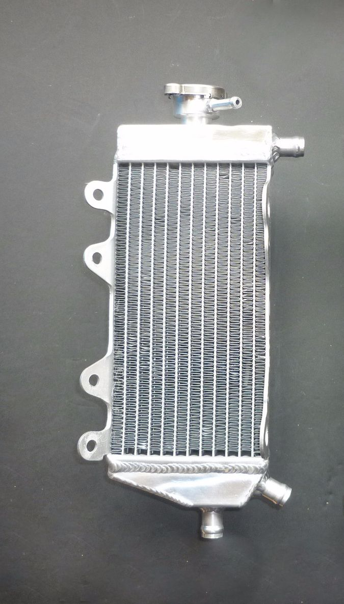 RIGHT SIDE PERFORMANCE RADIATOR (MX042A)