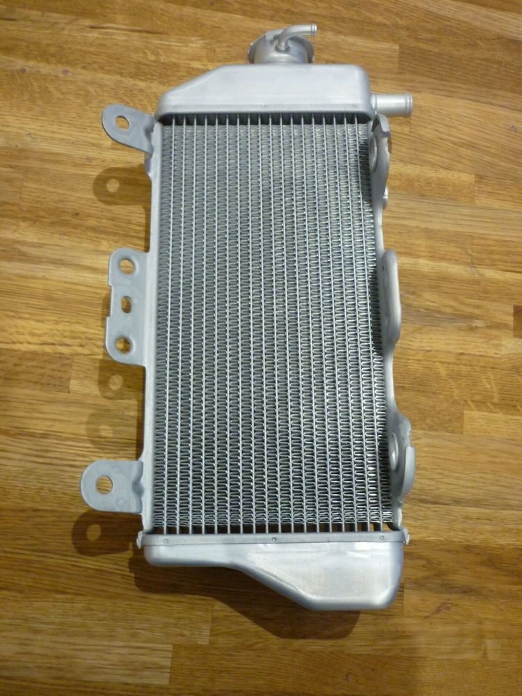 GENUINE YAMAHA RIGHT SIDE RADIATOR 2S2-12461-00