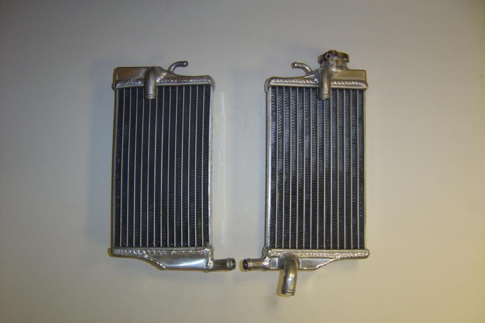 PAIR OF PERFORMANCE RADIATORS (MX039)