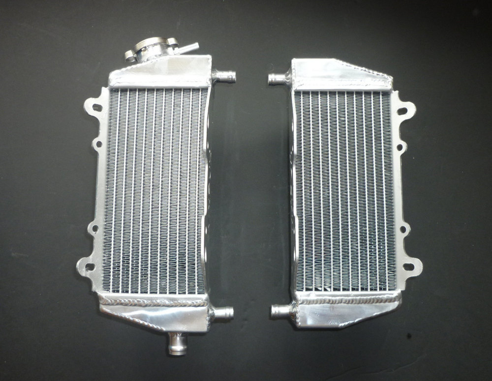 PAIR OF PERFORMANCE RADIATORS (MX048)