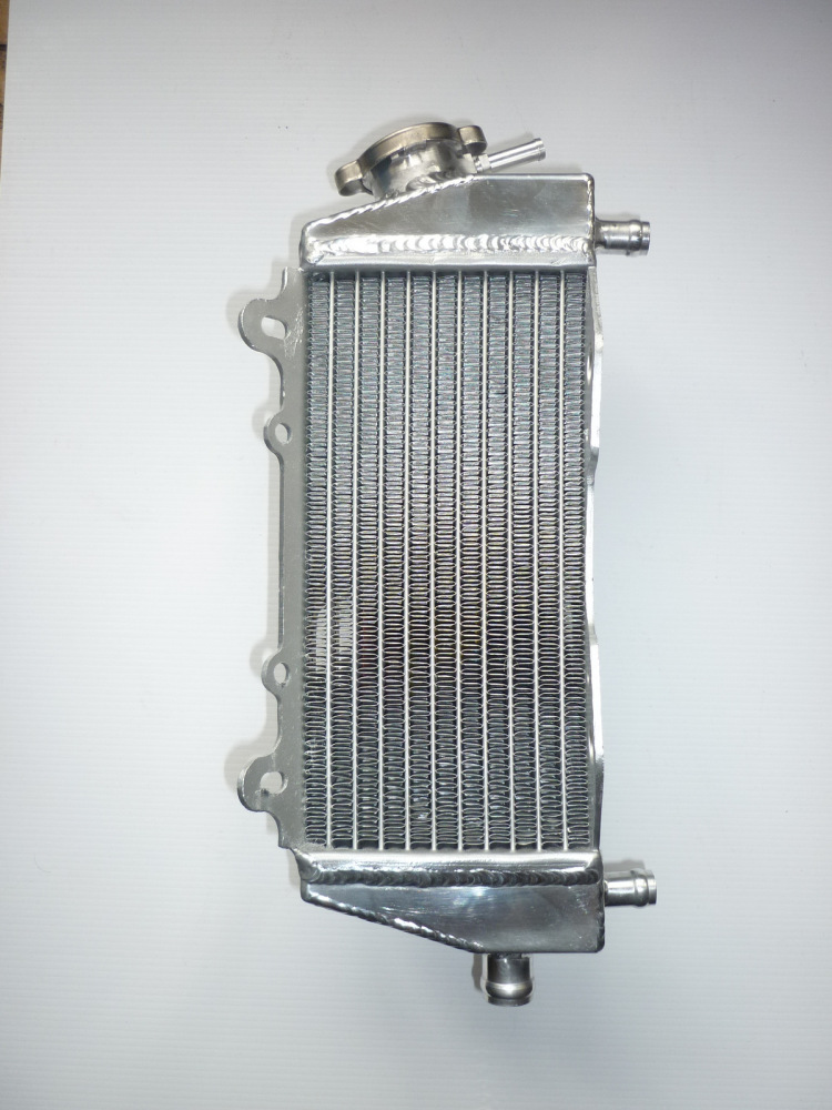 RIGHT SIDE PERFORMANCE RADIATOR (MX048A)
