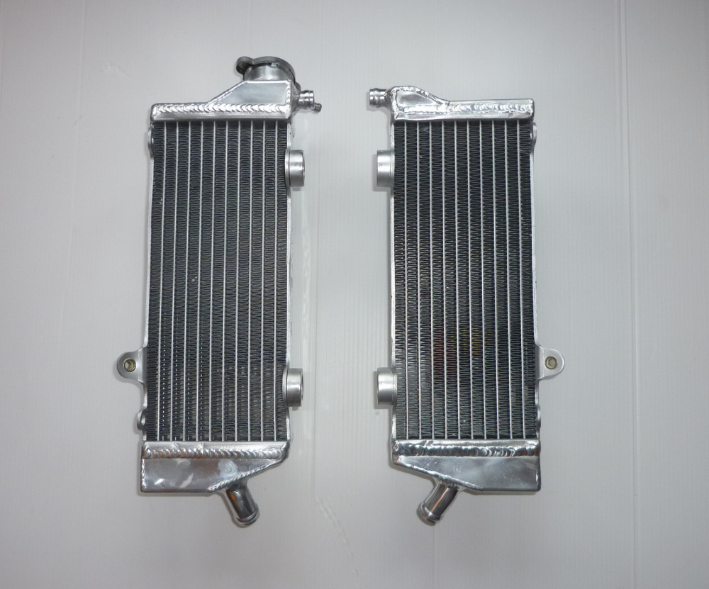 PAIR OF PERFORMANCE RADIATORS (MX034)