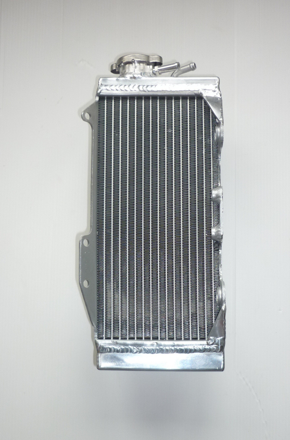 RIGHT SIDE PERFORMANCE RADIATOR (MX051A)