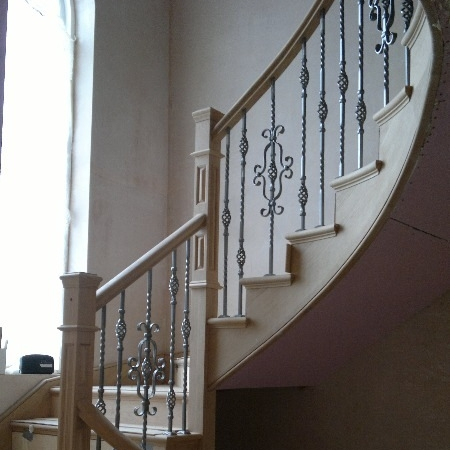 Incroyable ... Contemporary Staircase With Handrail And Metal Spindles ...