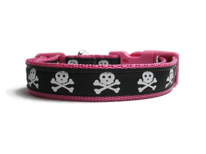 Skull & Crossbones Collar - Dark Pink