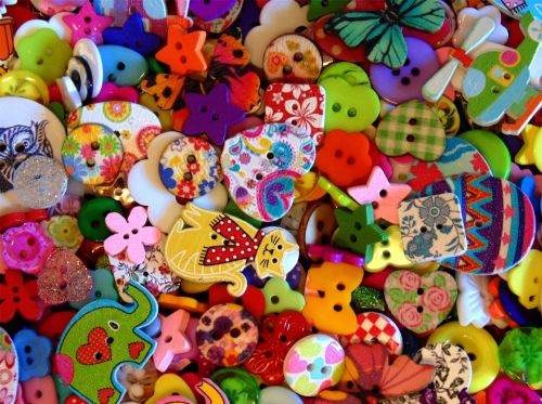 50g Wooden & Plastic Mixed Lucky Dip Buttons (Approx 150)