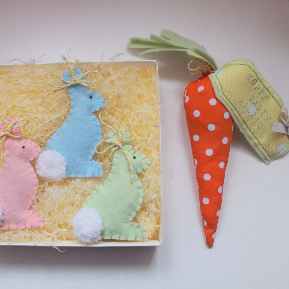 Hanging Bunny & Carrot with Tag
