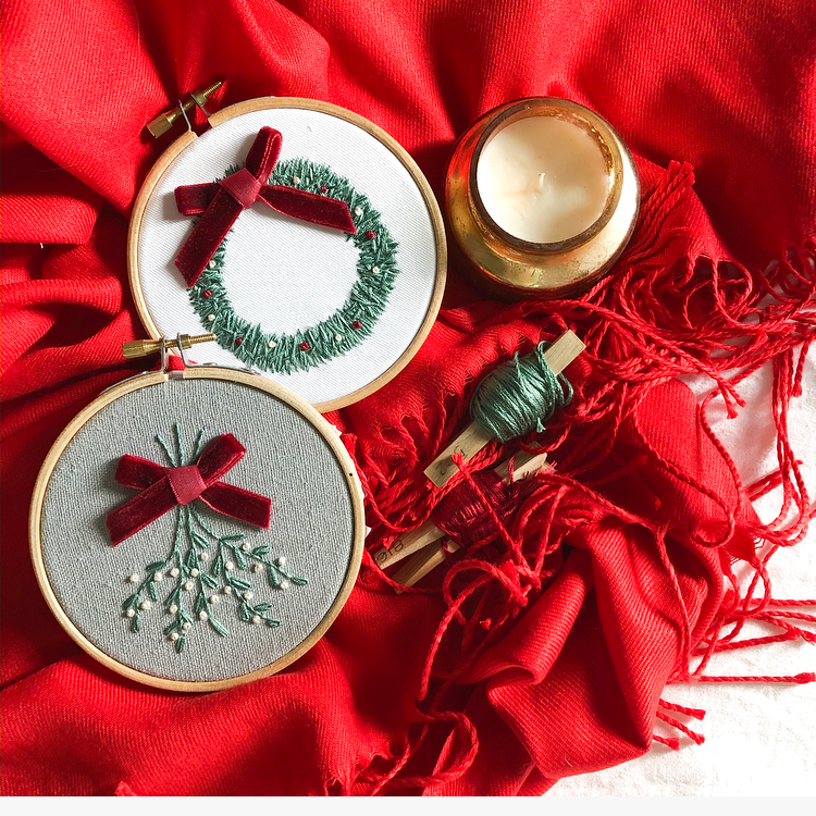 Mini Mistletoe Embroidery Hoop