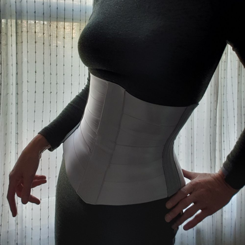 Ribbon underbust corset