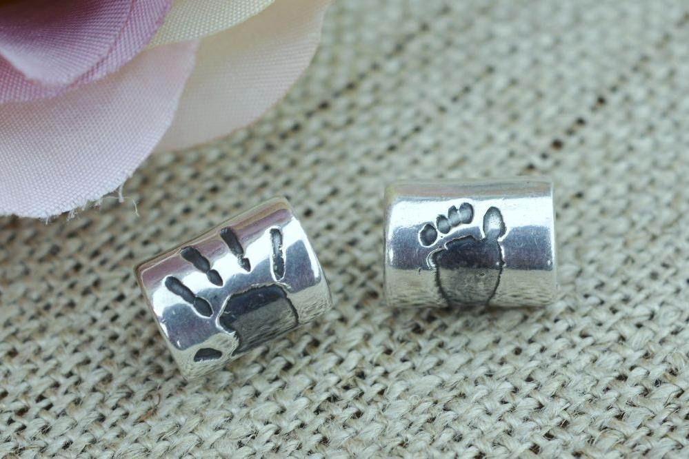<!--001-->Handprint charms