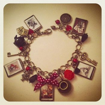 Alice In Wonderland Charm Bracelet - Queen of Hearts.