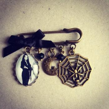 HALLOWEEN !!!  Morticia Addams Halloween Pin Brooch