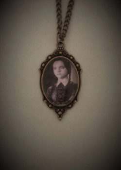 HALLOWEEN !!!    Wednesday Addams Necklace