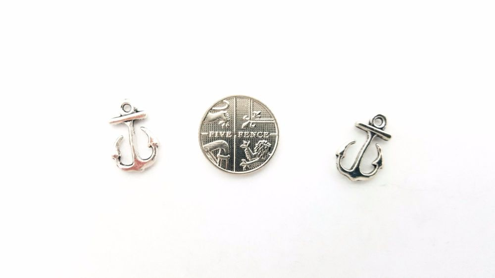 10 Anchor charms