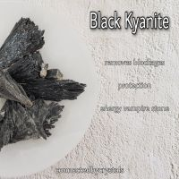 Black Kyanite - Non attachment