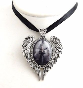 anne stokes pendant Prayer for the fallen.1