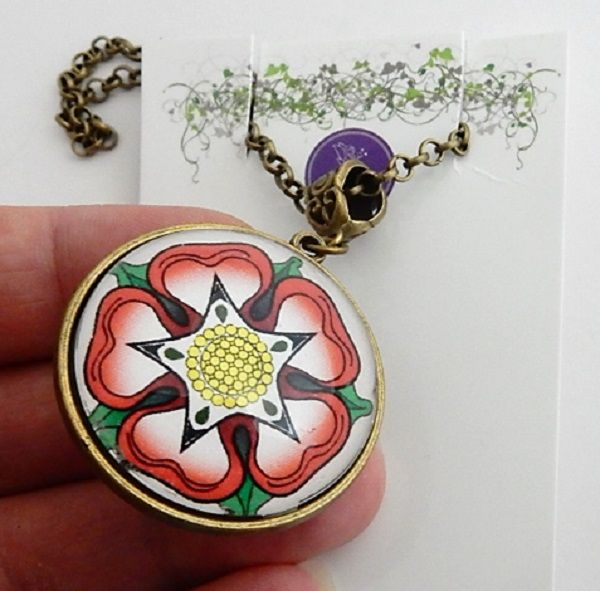 War Of The Roses Collection - Double sided Necklace - Tudor Rose