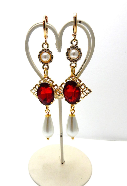 Queen's earrings - Tudor Court