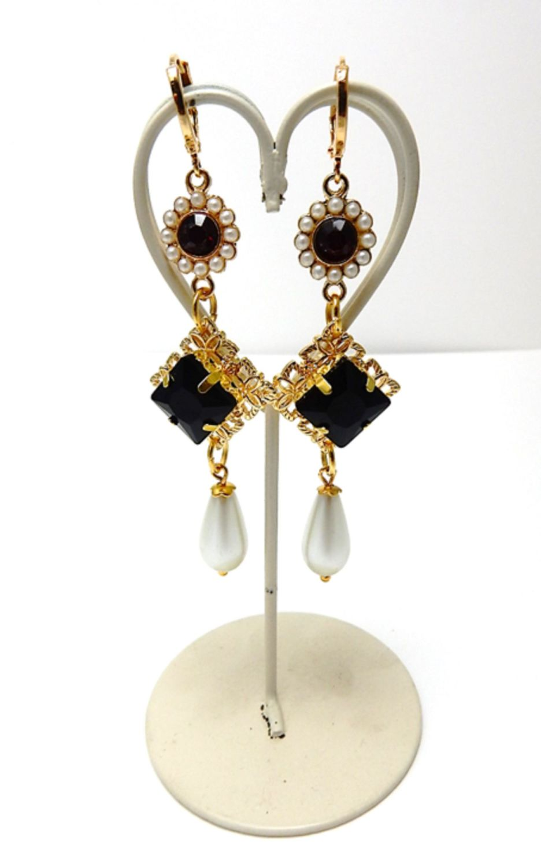 Queen's earrings - Tudor Court -  style 1
