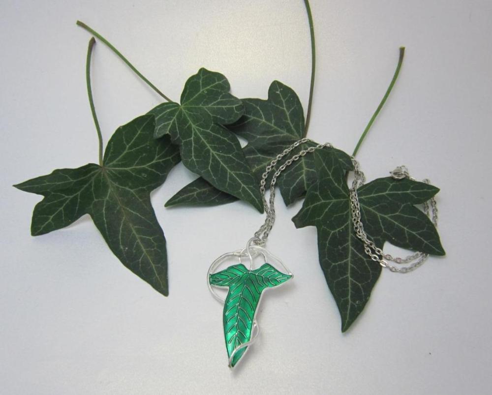 The Elven Leaf necklace