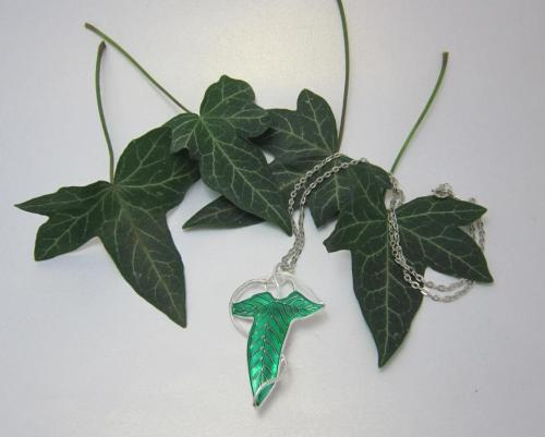 The Elven Leaf necklace