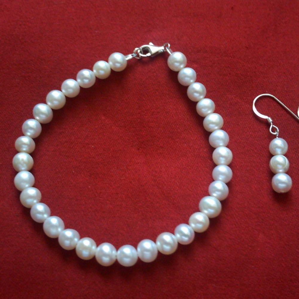Freshwater Pearl Bracelet & Earrings