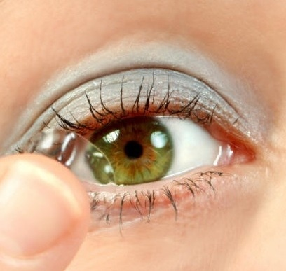 contact lens person picture
