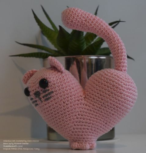 Crocheted Valentine Cat