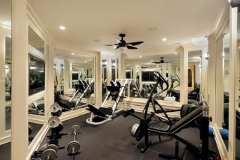 Compact-and-stylish-gym-surrounds-you-with-mirrors