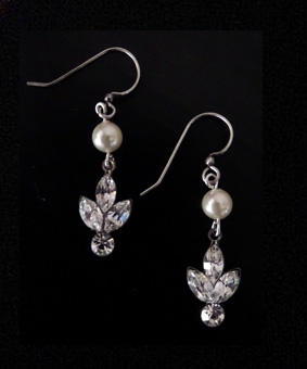Lois earrings Ivory pearl