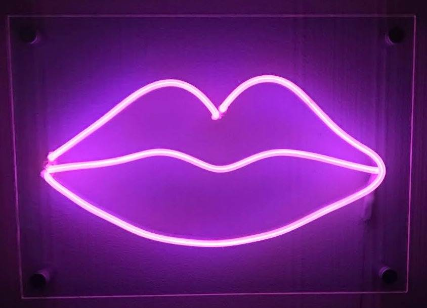 PINK LIPS NEON SIGN