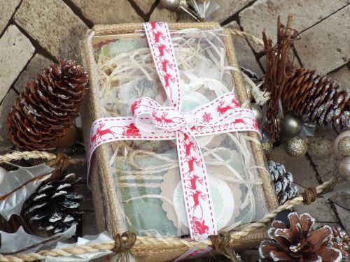 Soap and bath tea gift set with Christmas ribbon