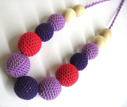 Nursing necklace - crochet wood beads in red and purple, teething necklace