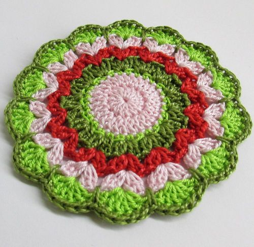 Crocheted flower motif, red, pink and green, 3,5 inches wide, 1pc. (A10033)