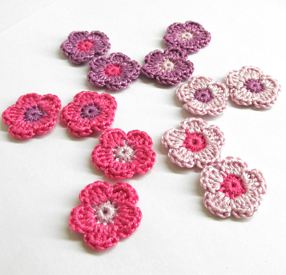 Tiny crochet flower appliques 0.8 inches, purple and pink mix, 12pc.