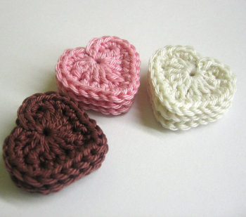 Crocheted hearts, pink, brown, miilk white, 1,3 inches, 9pc. (A10037)