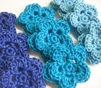 Crocheted 2-layer flowers - blue mix., 9pc.