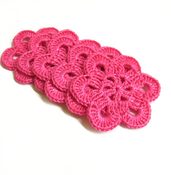 Crocheted flower appliques, large, hot pink, 2,5 inches, 5pc. (A10040)