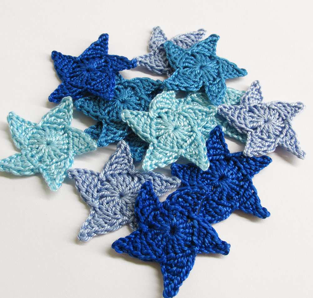 Crochetesd stars, 1,3 inches, blue mix, 12pc. (A10042)