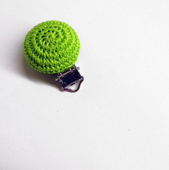 Wood pacifier clip, bright green, crocheted, for dummy holders, pacifier holders, 1pc. (G70004)