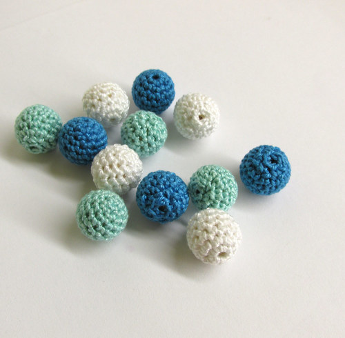 Blue white beads, 14mm, crocheted, wood, 12pc. (B20049)