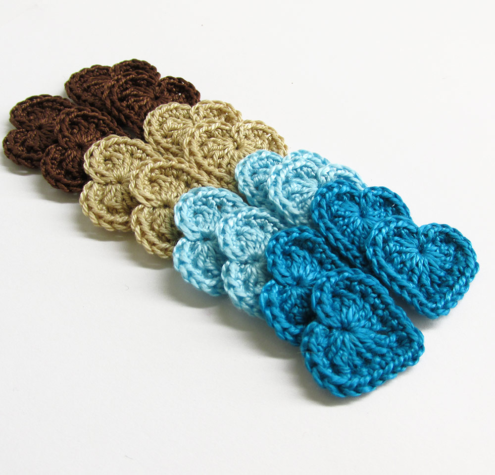 Crocheted hearts, small, brown, blue, beige mix, 16pc. (A10053)