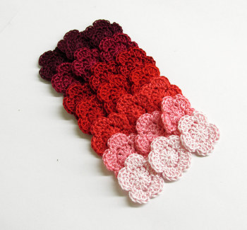 Tiny flower appliques, red mix, 21 pc. (A10065)