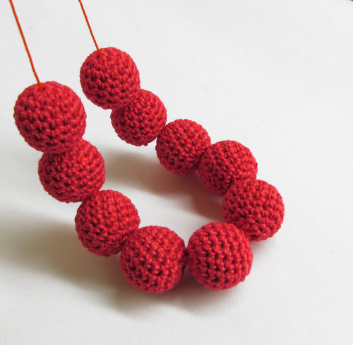 Crocheted beads 20 mm handmade red cotton on wood, 10pc. (B20051)