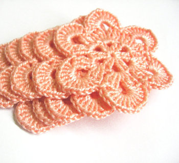 Crocheted flower appliques, large, peach pink, 2,5 inches, 5pc. (A10069)