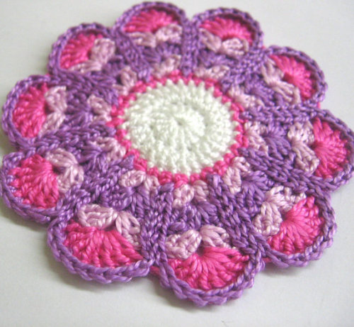 Crocheted flower motif, applique, pink, purple, 3 inches, 1pc. (A10073)